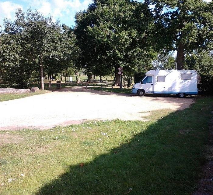 Aire de stationnement pour camping-cars Jouy-le-Potier à JOUY-LE-POTIER ©