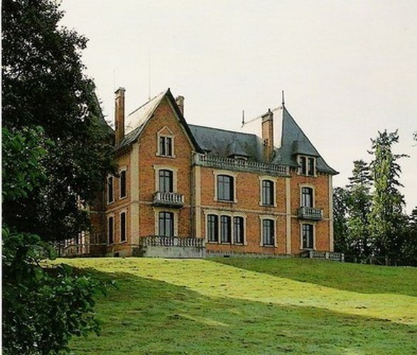 """Gîte de séjour """"le Château"""" Domaine du Ciran à MENESTREAU-EN-VILLETTE ©"""