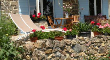 Domaine-Le-Haut-Verger—gite-La-Remise—terrasse-fleurie—Ester-van-Buuren-31-12-2030