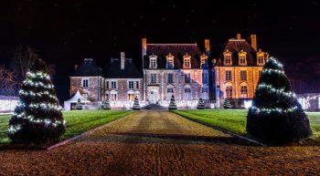 Facade chateau illuminée