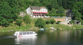 Hotel-du-lac-a-Saint-Plantaire
