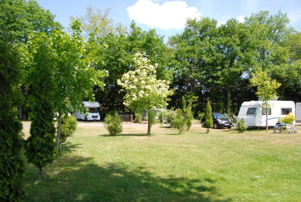 Camping Les Acacias à LA VILLE-AUX-DAMES - 2  ©