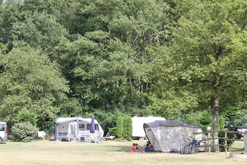 Camping Les Acacias à LA VILLE-AUX-DAMES - 11  ©