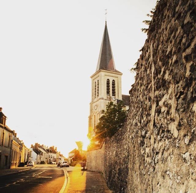 Eglise Saint-Pierre-Es-Liens à HUISSEAU-SUR-MAUVES ©  French Canadian Rendez-vous (Instagram)