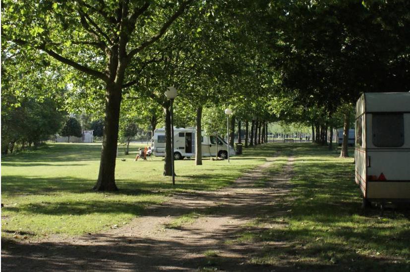 Camping-Car Park Centre de la France à BRUERE-ALLICHAMPS © camping car park