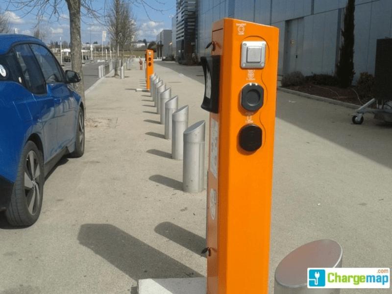 Borne de recharge électrique à Tavers à TAVERS ©  ChargeMap