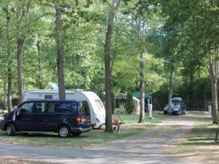 Camping Les Acacias à LA VILLE-AUX-DAMES - 13  © Camping Les Acacias