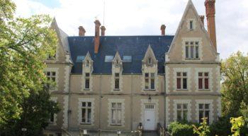 HCOCEN000V501UI1-Chateau-Thuisseau