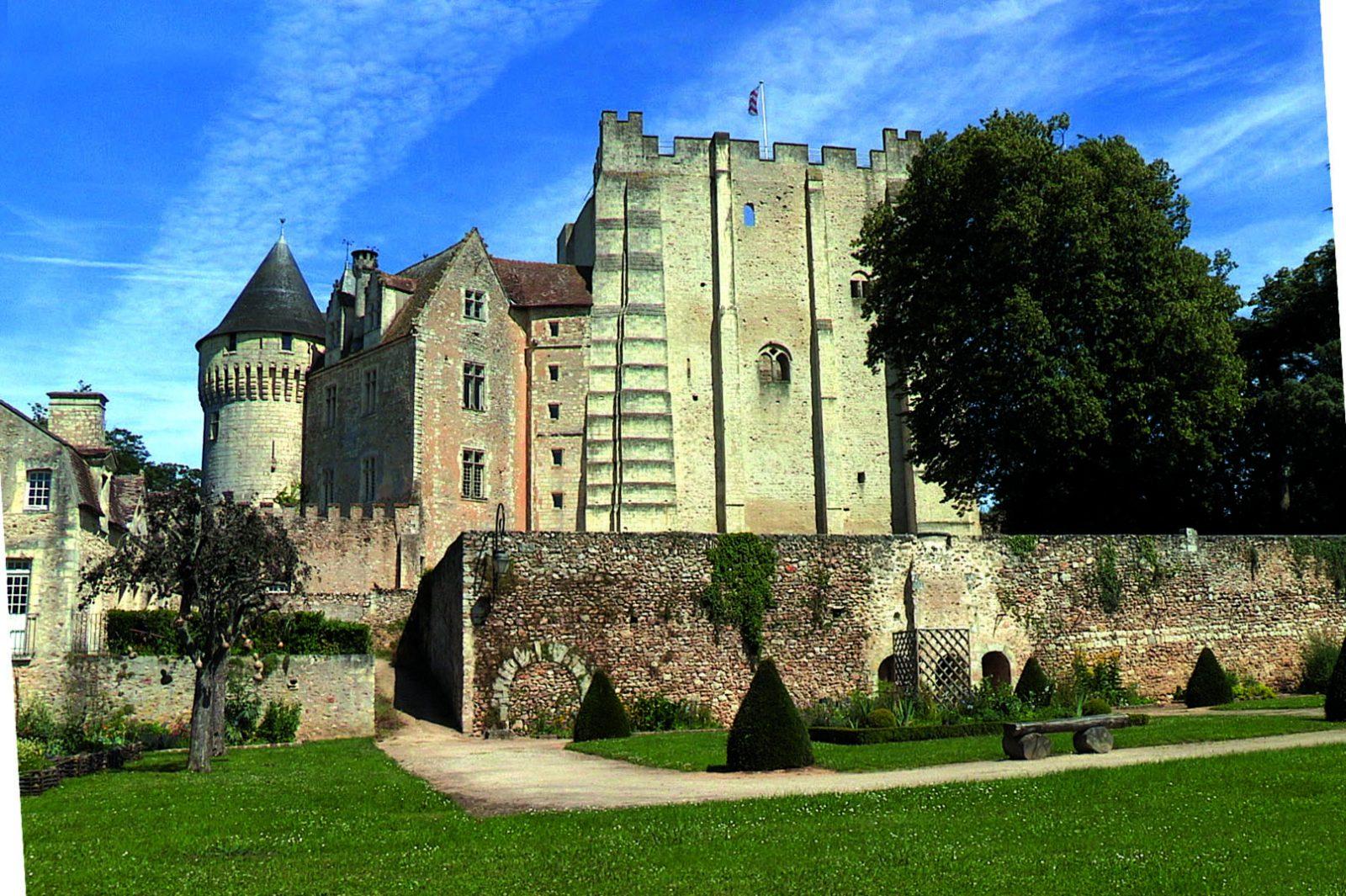 Jeux-parcours à la recherche du coupeur de feu à NOGENT-LE-ROTROU © chateau des comtes du perche