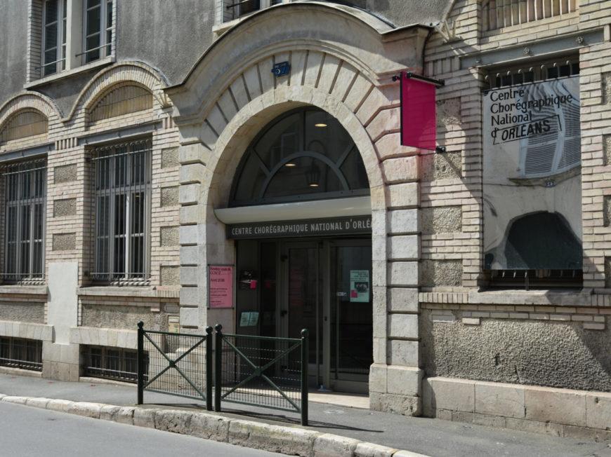 Centre Chorégraphique National d'Orléans à ORLEANS © CCNO - entrée du CCNO