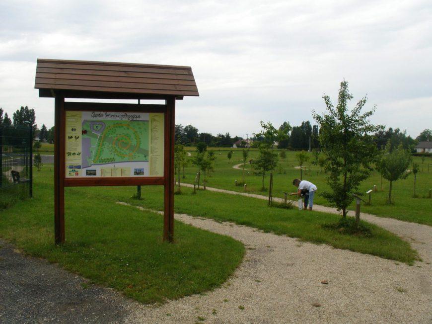 Sentier botanique pédagogique à PAUCOURT © OT AME
