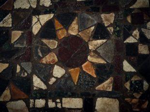 Exposition temporaire : «Des tapis de marbre pour saint Benoit, le pavement en opus sectile de Saint-Benoît-sur-Loire»» à SAINT-BENOIT-SUR-LOIRE - 2  © DTMC productions