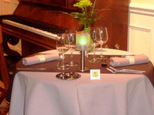 L'Hibiscus Restaurant (Le Quai Fleuri Hôtel ***) à LES VILLAGES VOVEENS - 2  © Le Quai Fleuri