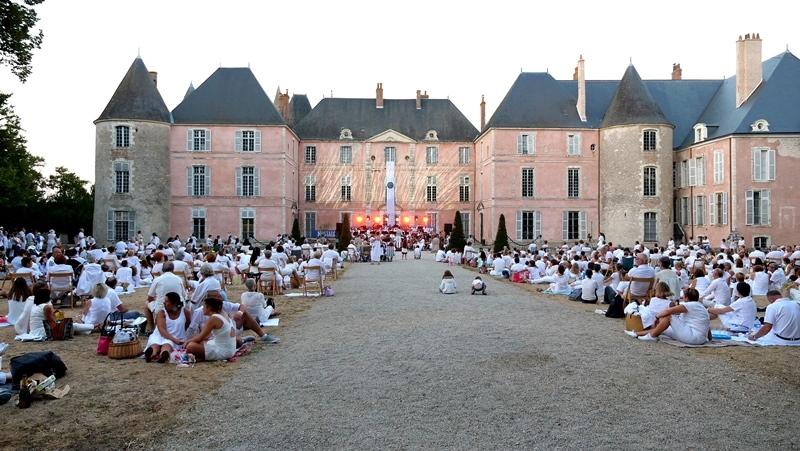 La Soirée Blanche au Château de Meung-sur-Loire à MEUNG-SUR-LOIRE © Drone Sky Pictures