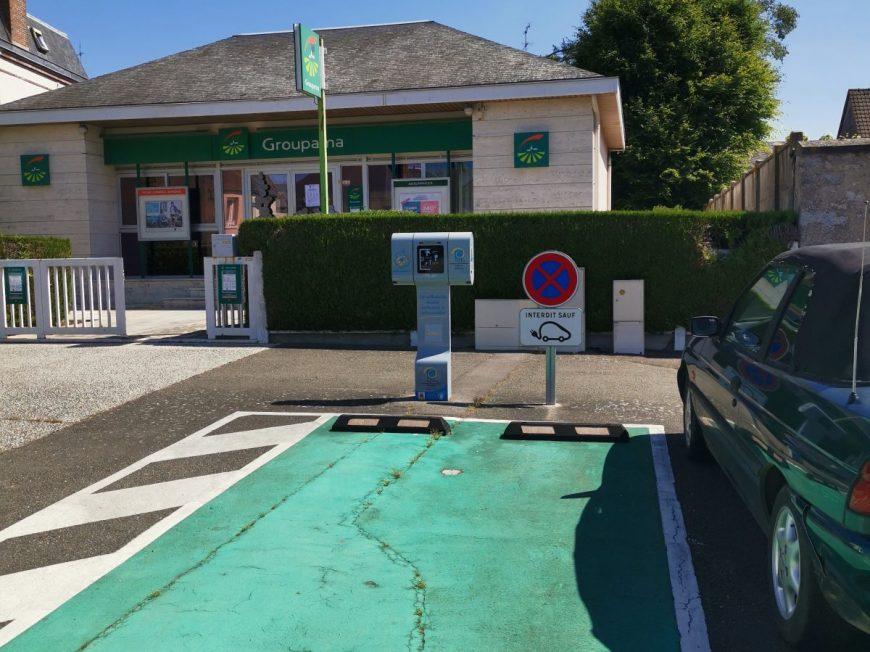 Borne de charge pour véhicule électrique à GOMMERVILLE © mtcb