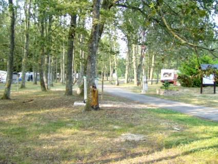 Camping de la Noue à NEUVY-SUR-BARANGEON ©  campingdeneuvy