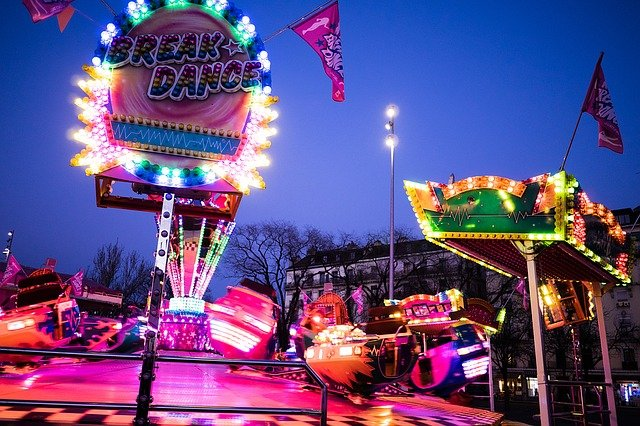 Fête du Merle Blanc, fête foraine, feu d'artifice, cavalcade à ARGENTON-SUR-CREUSE © Pixabay