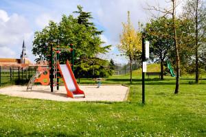 Aire de jeux Fresnay-l'Evêque à FRESNAY-L'EVEQUE ©  jean letort