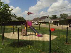 Aire de jeux Intréville à INTREVILLE © letort