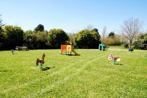 Aire de jeux Levesville-la-Chenard à LEVESVILLE-LA-CHENARD © letort