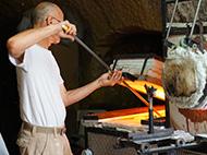 Atelier galerie Liquidus Solidus : c'est quoi un souffleur de verre ? à CINQ-MARS-LA-PILE © ottn