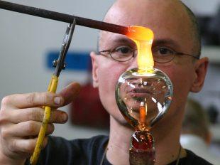 Atelier galerie Liquidus Solidus : c'est quoi un souffleur de verre ? à CINQ-MARS-LA-PILE - 2  © Francois-Golfier