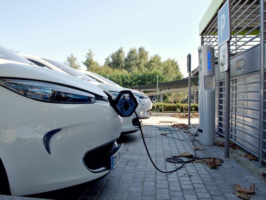 Borne de charge pour véhicule électrique à OUARVILLE © pixabay