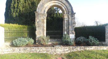 porche ancienne église_Coudroy_2011_03