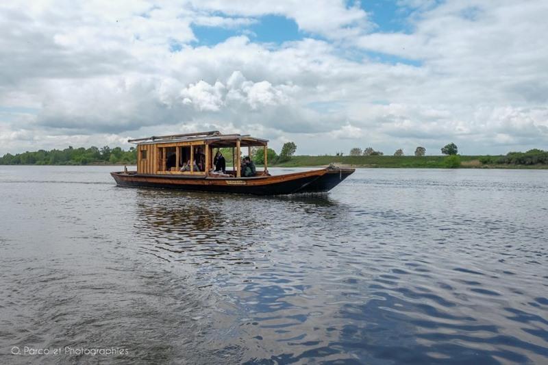 Balade en bateau traditionnel avec l'association Coeur de Loire à MEUNG-SUR-LOIRE ©  O. Parcollet